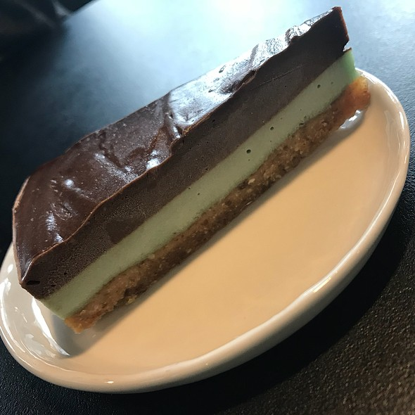 Chocolate Mint Vegan Cheesecake