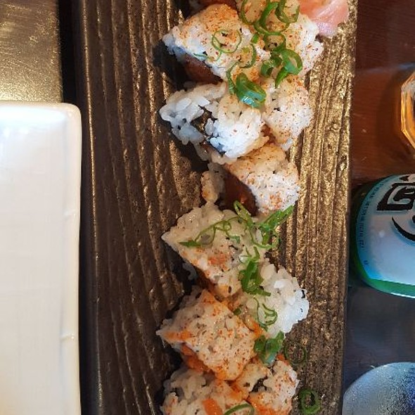 Spicy Tuna & Spicy Salmon Roll @ Cafe 101