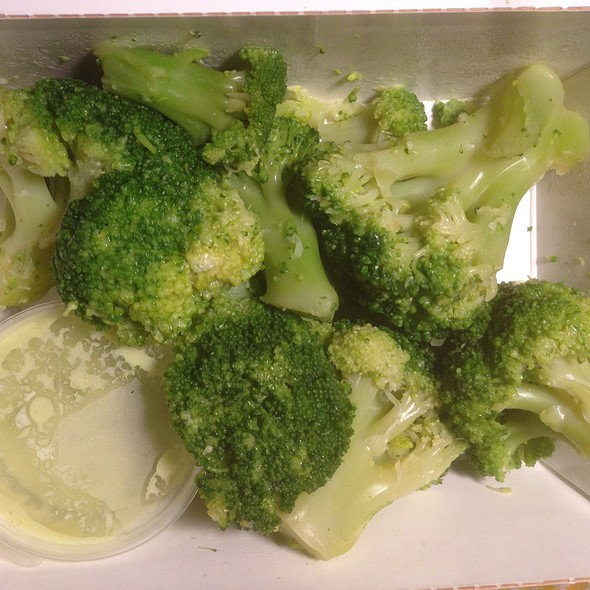 Steamed Broccoli with Creamy Sauce @ Tri Pravila