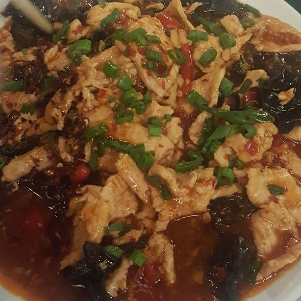 Chili Pepper Chicken with Black Fungus
