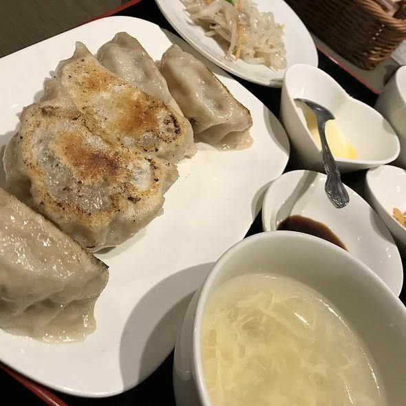 手作りジャンボ餃子定食