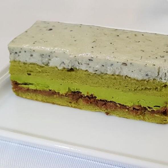 Sesame And Green Tea Cake