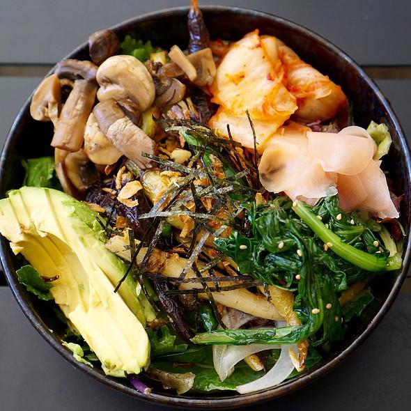 Veggie bowl –avocado, sesame kale, pickled mushroom, kimchi, pickled ginger, crispy onion, roasted carrots, nori