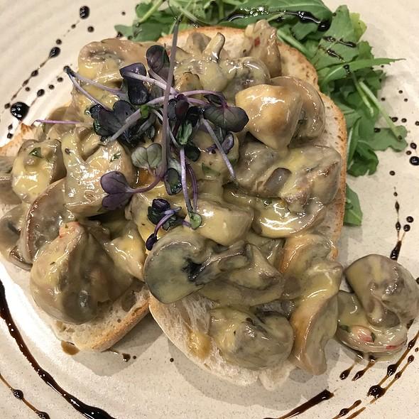 Creamy Mushrooms On Toast