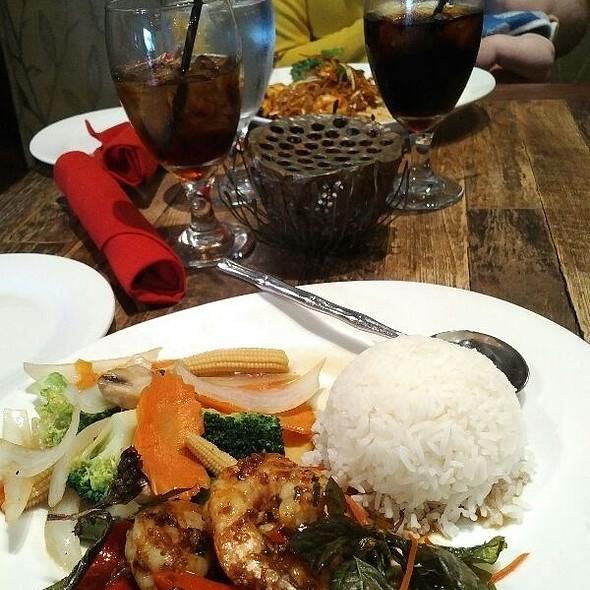 spicy garlic shrimp & an ice cold Coca~Cola  @ Bua Tai And Sushi