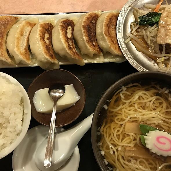 餃子6個プラス豚しゃぶ @ 中国料理 百番 不動前店