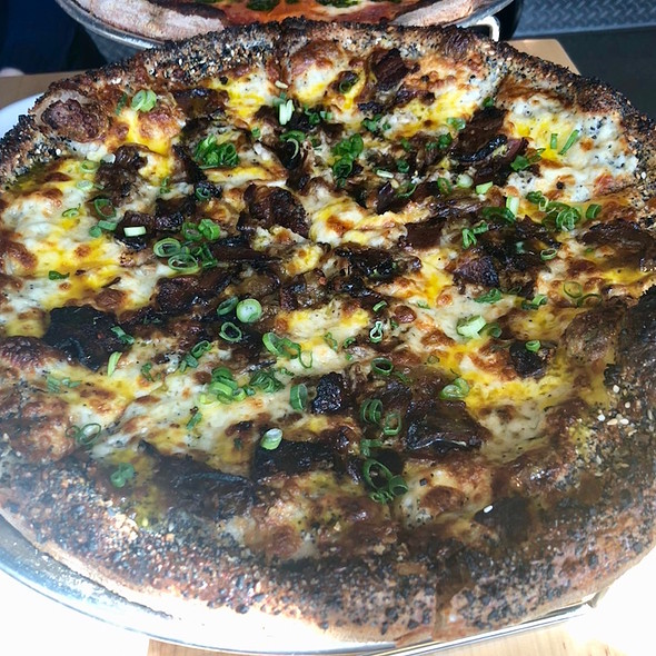 Bagel breakfast pizza – panna, caramelized onion, housemade pancetta, farm egg, scallion, black pepper, everything spice crust.jpg