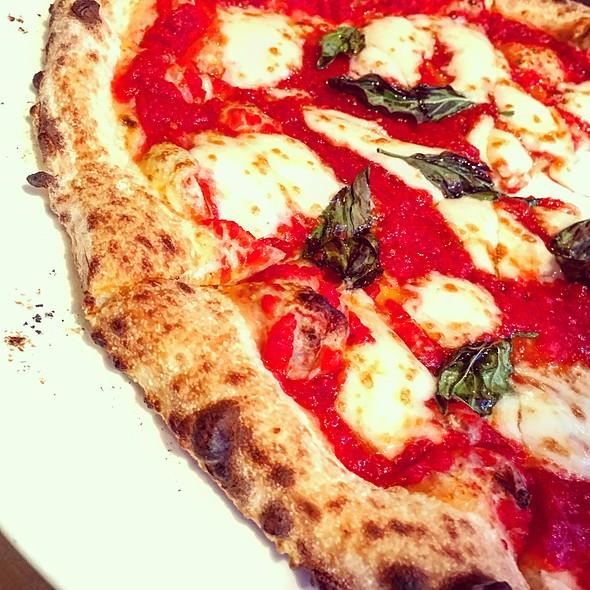 Margherita Pizza @ Brigantessa