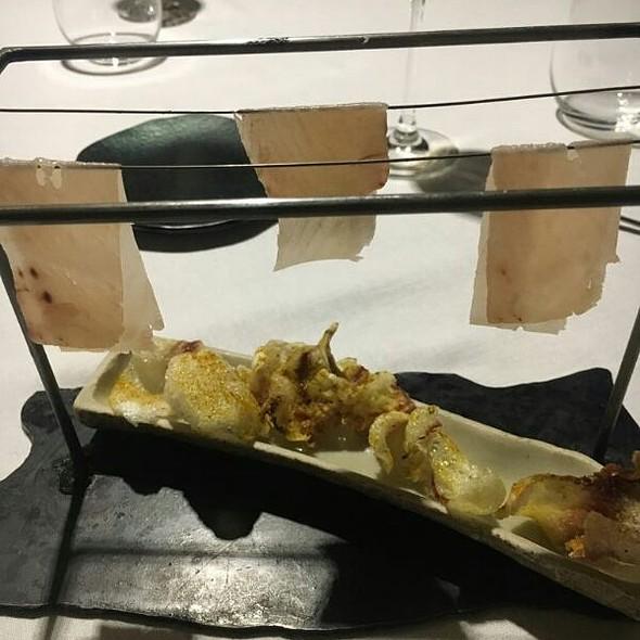 Ropa Tendida De Atún Ahumado Con Cortezas De Ternera Al Curry