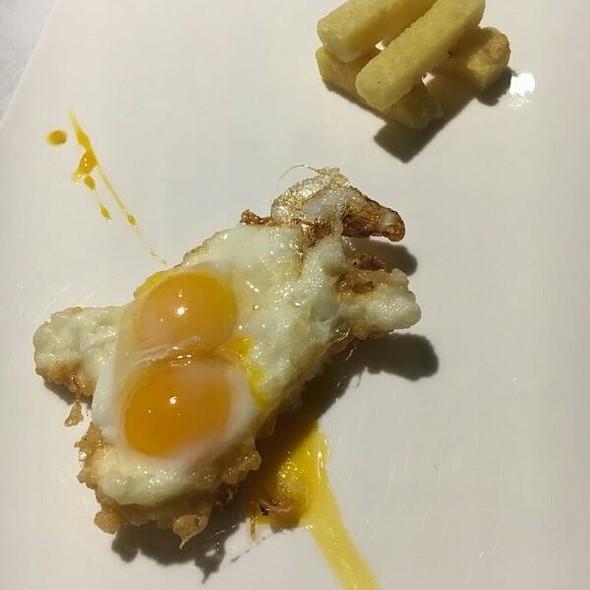 Huevos De Calamar Con Patatas De Alubias