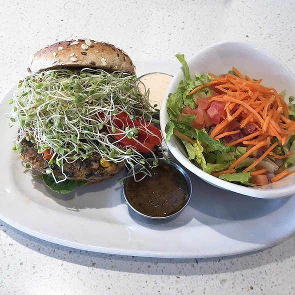 Vege Burger @ The Counter Burger