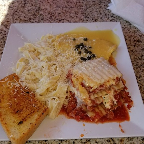 Sampler Combo Meal @ Presto Pasta