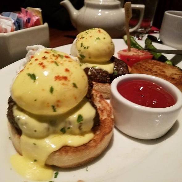 Steak & Eggs Benedict