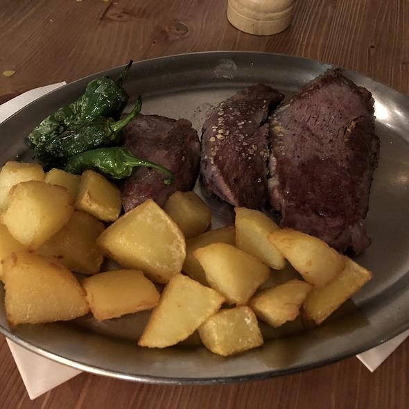 Solomillo / galizisches Steak @ Paco Restaurant