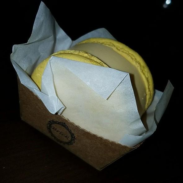 Mango Macaron Ice Cream Sandwich