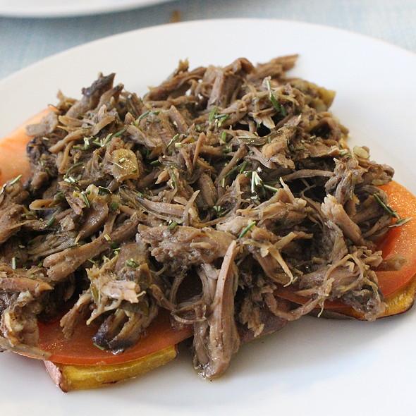 Batata doce com pá de borrego e alecrim fresco