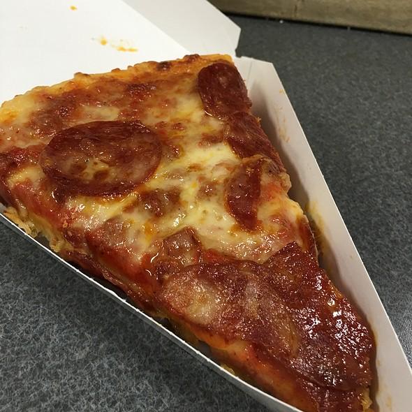 Pepperoni Pizza @ 7-Eleven