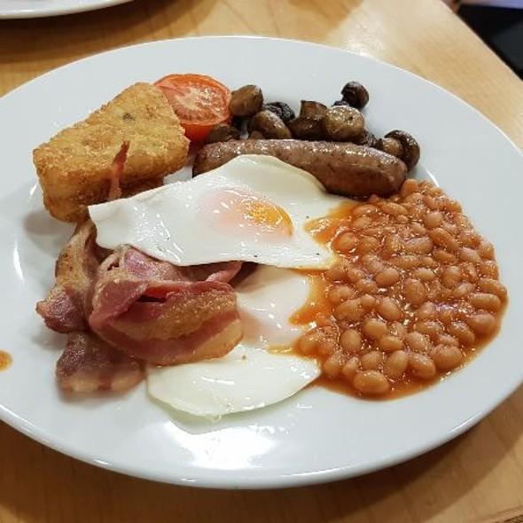 Gardeners Breakfast Platter @ Notcutts Garden Centre