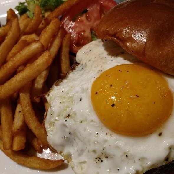 Picasso Burger @ Picasso Cafe