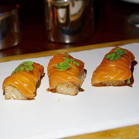 Crispy salmon sushi, chipotle mayonnaise