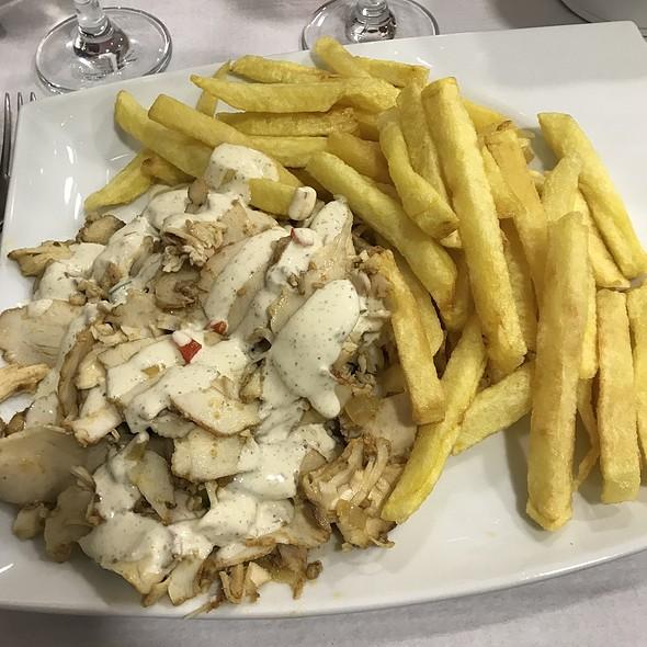 Chicken Kebab With Pepper Sauce @ Restaurante O Escondidinho