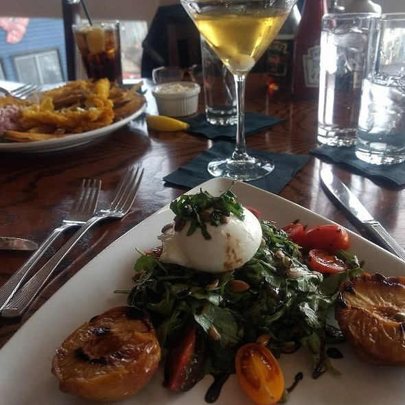 Arugula Salad With Burrata And Grilled Peaches