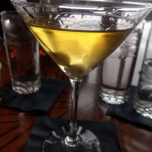 Cold Spring Perfect Martini, Pernod Rinse