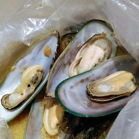 Steamed Mussels with Garlic Sauce