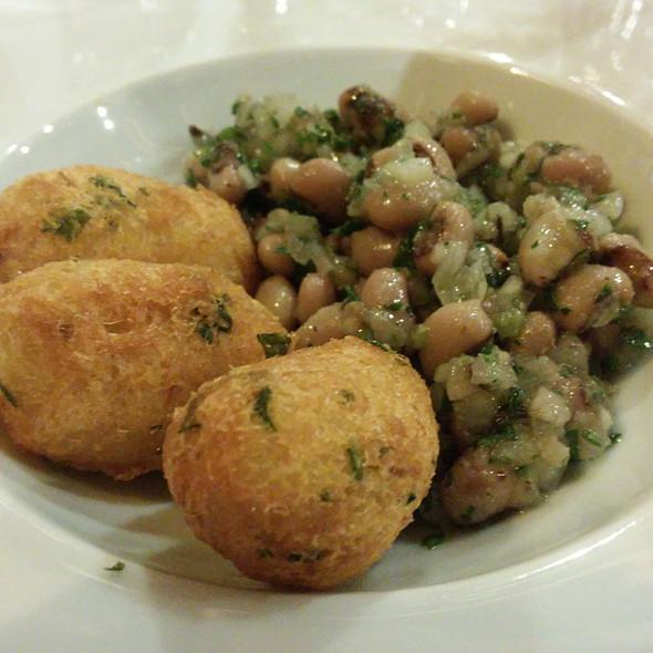 Bolinhos de Bacalhau com Feijão Frade @ Restaurante O Victor