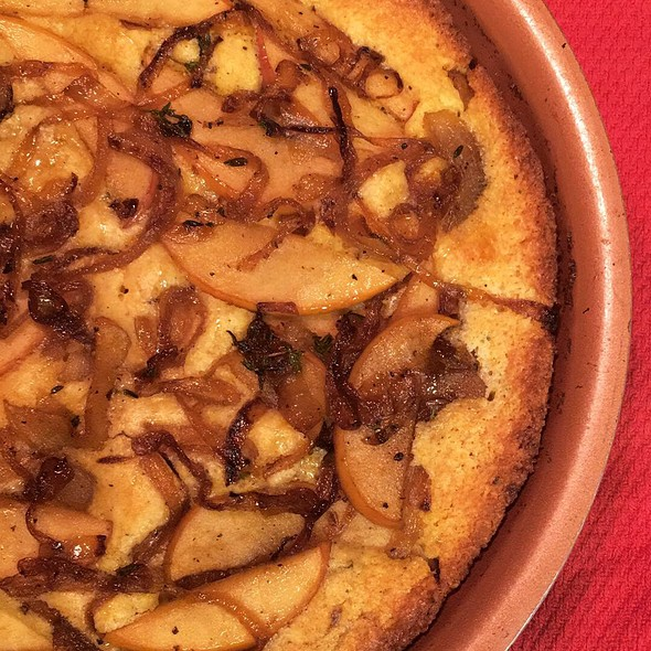 Caramelized Onion And Apple Cornbread