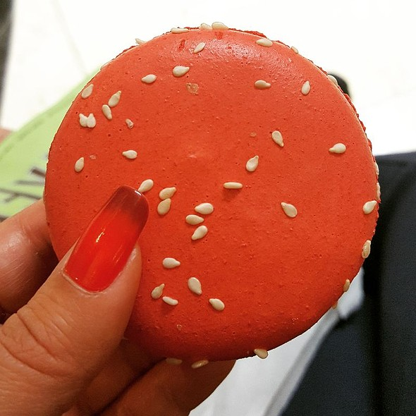 Sesame Strawberry Macaron