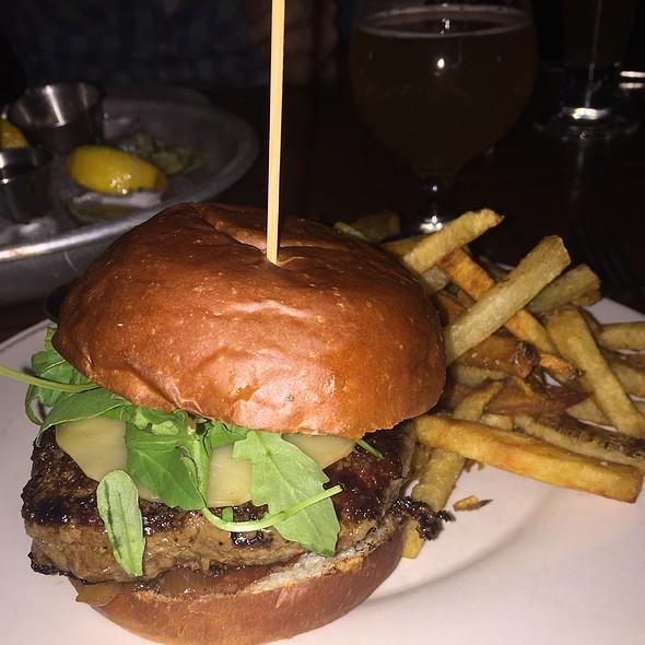 Dogwood Classic Burger