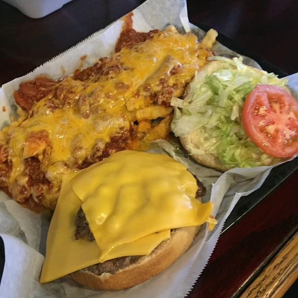 Cheeseburger & Chili Cheese Fries
