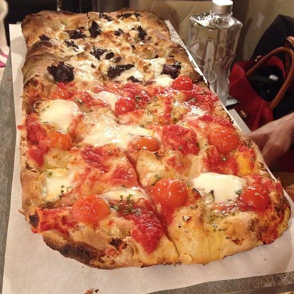Pizza Con Farina Di Riso Venere, Bufalina E Trevigiana