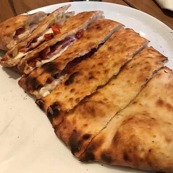 Peperone, Scamorza, Tomate Secchi Calzone