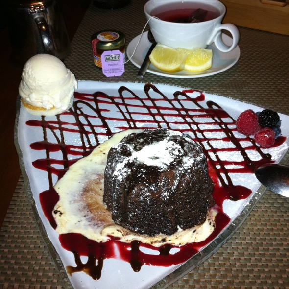 Secret Desert: Chocolate Molten Cake W Vanilla Ice Cream @ 6IX Park Grill