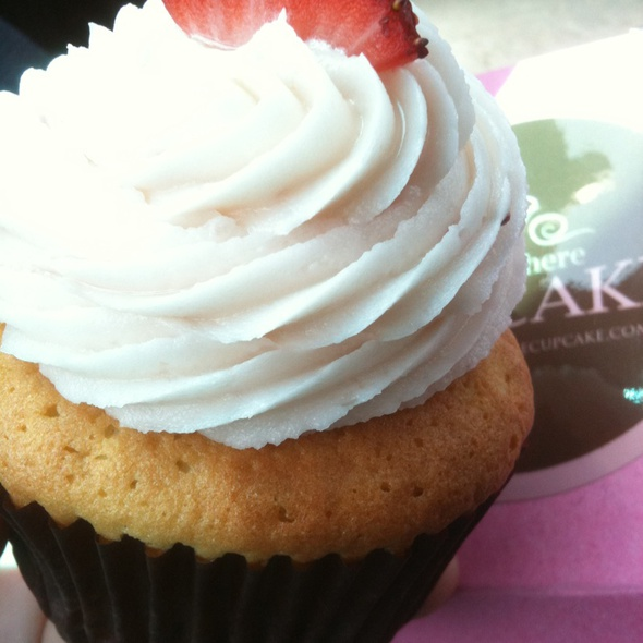 Strawberry Dream Cupcake @ Hello There Cupcake