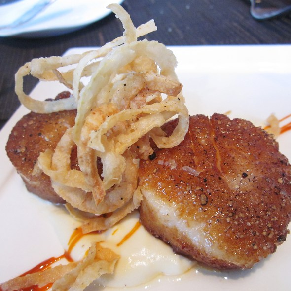 Diver Scallops with Crispy Onions @ Six Peaks Grille