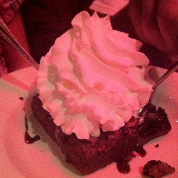 Kamikaze Brownie Sundae @ Houlihan's