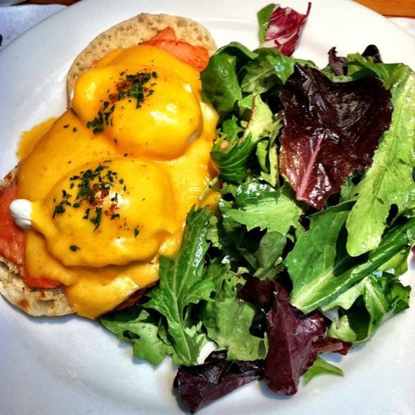 eggs norweigan @ Chez Maman