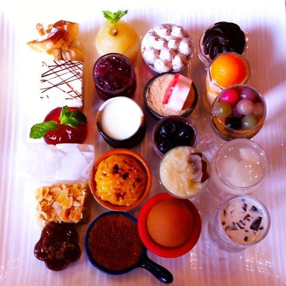Assorted Desserts @ 中意仿