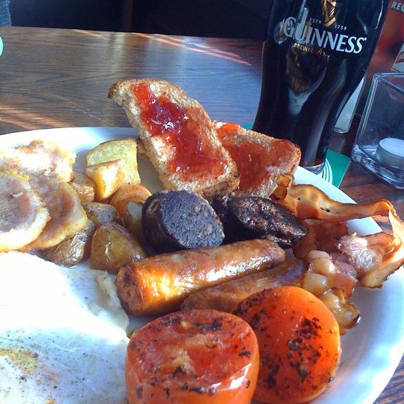Irish Breakfast @ Brogue Inn The