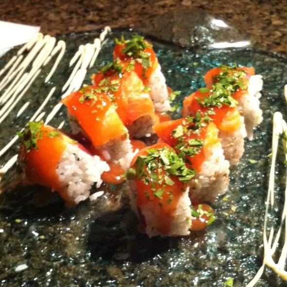 Domingo Roll - Daimajin Japanese Restaurant, Guaynabo, PR