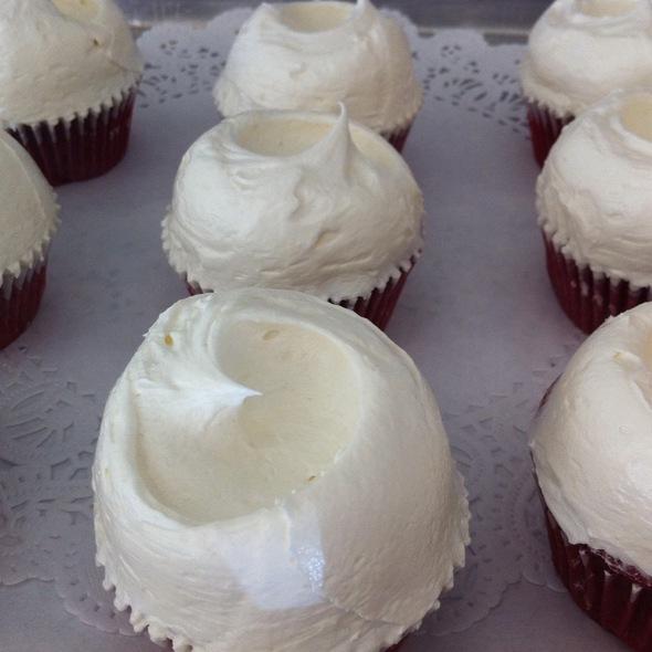 Red Velvet Cupcake @ Magnolia Columbus