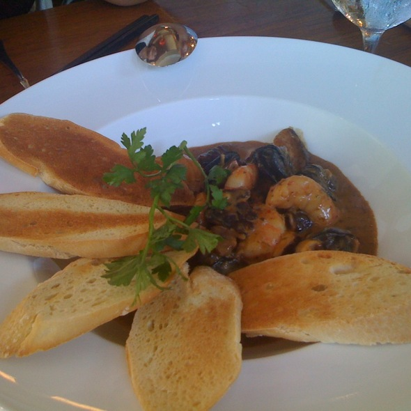 Sautéed Escargot & Prawns with Hamakua Mushroom @ Chai's Island Bistro