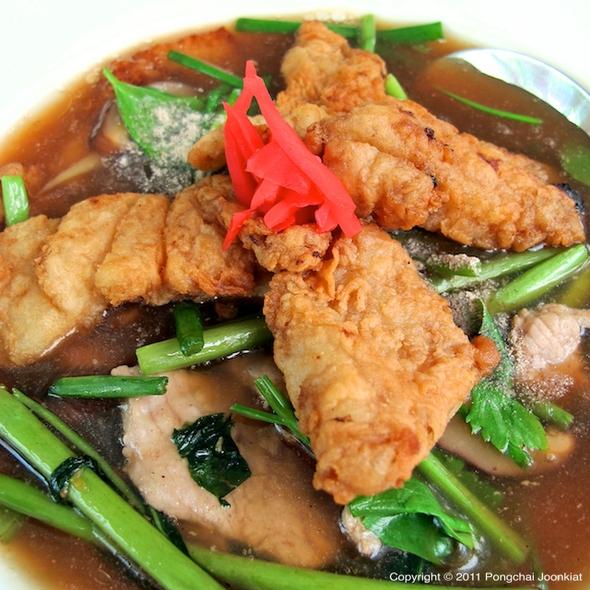 Rad Na with Deep Fried Fish Cutlets | ก๋วยเตี๋ยวราดหน้าปลาเจี๋ยน @ Le Pan-ya home made bakery