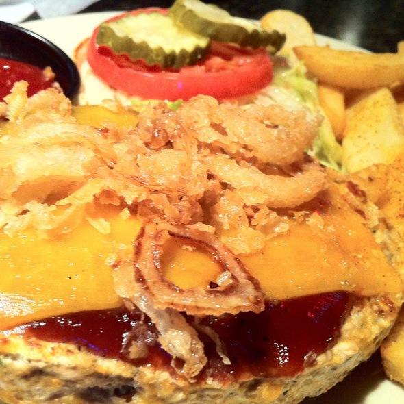 Roadhouse Burger - Slatts, Blue Ash, OH