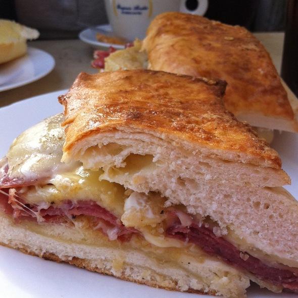 Sanduiche De Salame Com Queijo @ Benjamin Abrahão Jardins