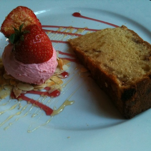 Ginger & Strawberry Cake @ Toko 94