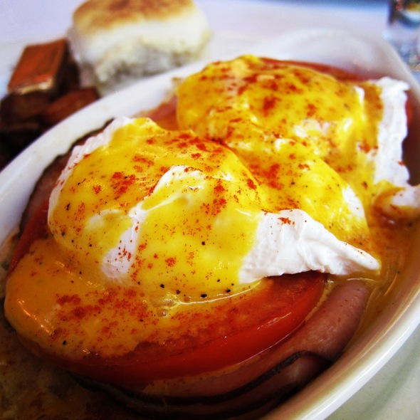 Eggs Benedict @ St. Michael's Alley